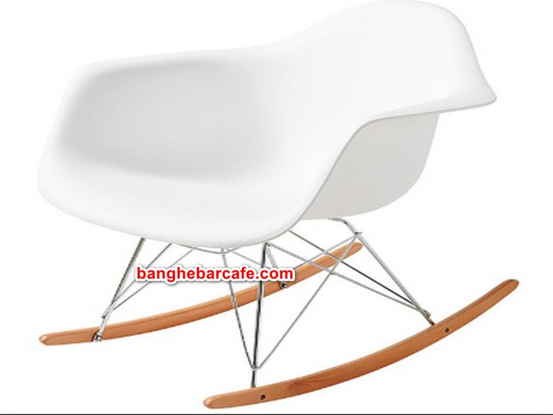 Ghế eames bập bênh được sử dụng khá phổ biến